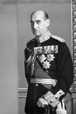 Prince Nicholas of Greece and Denmark, 14th cousin 2xremoved